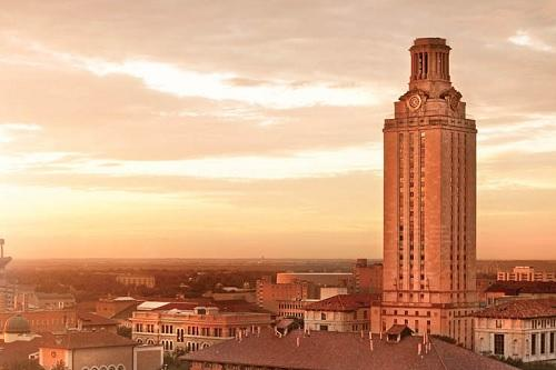 Photo of the UT Tower at dawn